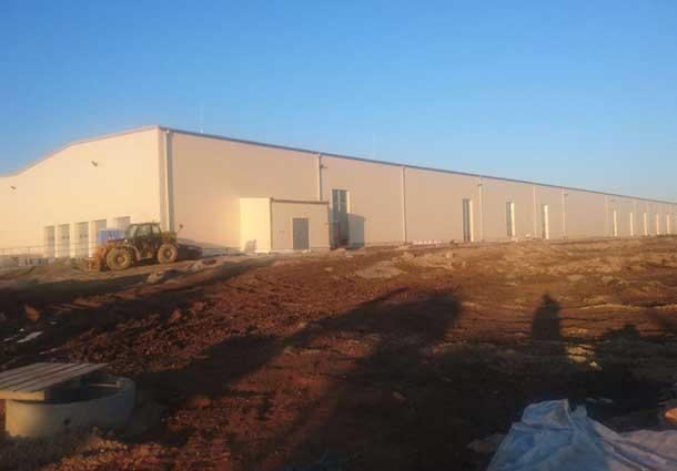 Gamybos pastato sandarumas 100.000 m3 (Building of 100,000 m3 tightness)