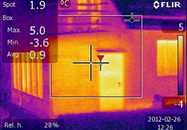 Nepakankamas lauko sienų termoizoliavimas (Insufficient thermal insulation of outdoor walls)