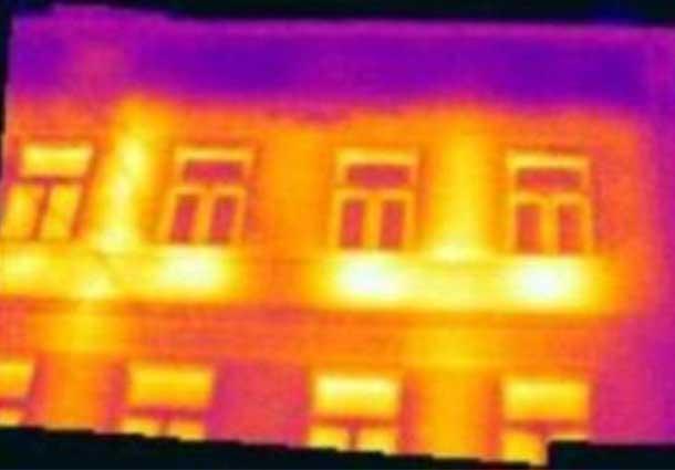Perkaistančios pastato sienos (Overheating walls of a building)