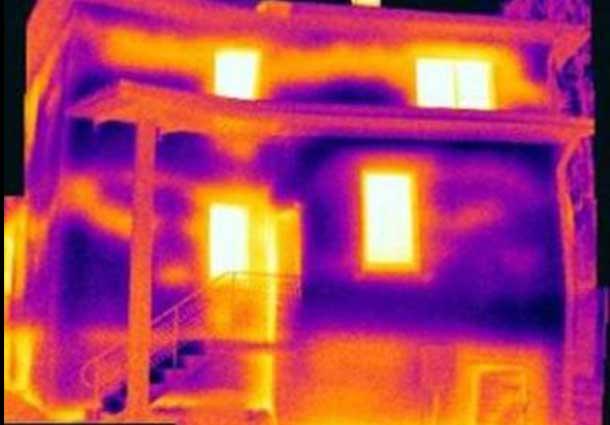 Sukritusi termoizoliacija sienoje (Discontinued thermal insulation)