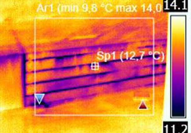 Vaizdas atliekant termoviziją kartu su pastato sandarumo tyrimu